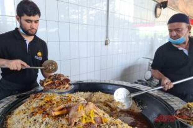 «Рыдал, когда это готовил». Что подают в России под видом узбекского плова?