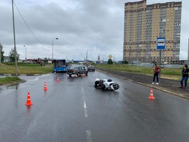 В Твери мотоциклист получил травмы в столкновении с «Ладой»