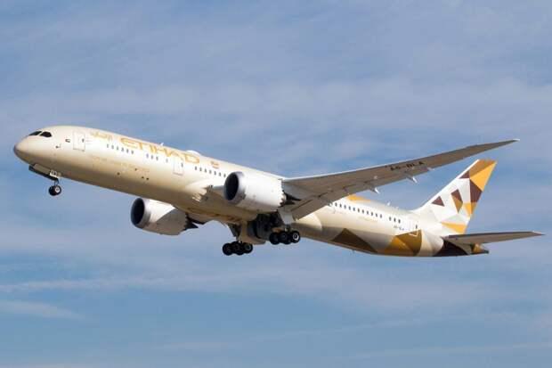 Лайнер авиакомпании Etihad Airways Boeing 787 совершил первый полет на смеси реактивного и биотоплива