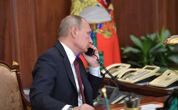 В ходе телефонного разговора с главой Донецкой Народной Республики Александром Захарченко и главой Луганской Народной Республики Игорем Плотницким.