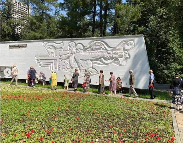 В Грачёвке возложили цветы к братской могиле в День памяти и скорби