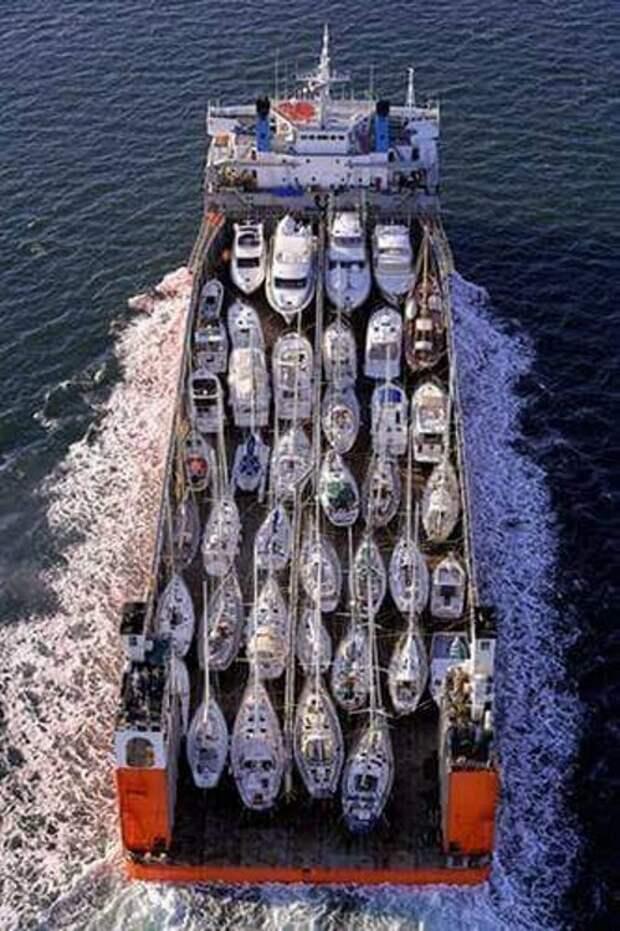 А вот еще кучка интересных погрузочно-перевозочных фото. Что только не перевозят - корабли автомир, большие, грузоперевозки, интересно, негабаритный груз, эмично