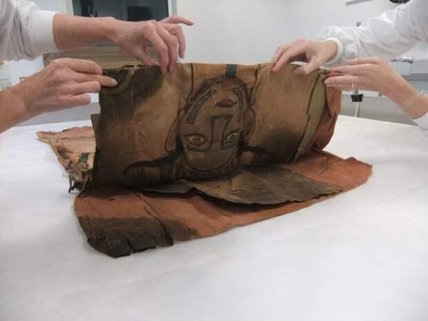 В музейном хранилище нашли покров древней мумии