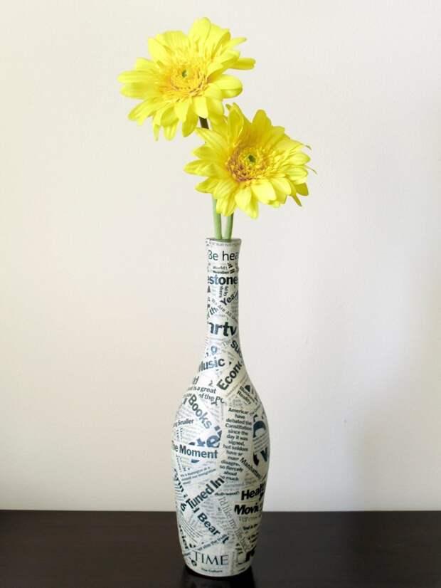 3. Декупаж бутылки, из которой легко сделать симпатичную или юмористическую вазу, все зависит от набора слов газеты, идеи, макулатура, на все руки мастер, поделки, своими руками