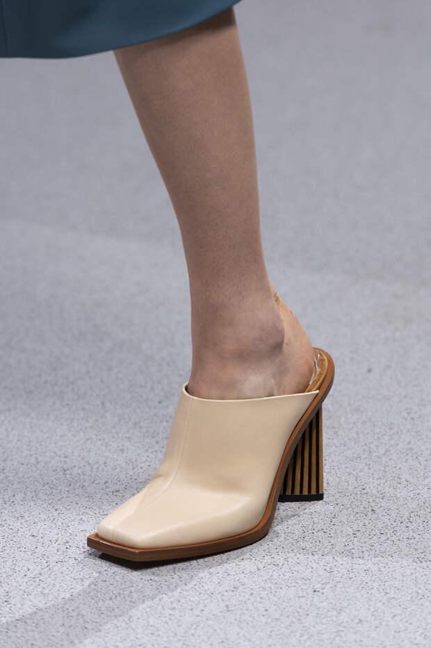 Обувь сезона весна-лето 2020: вьетнамки, вязаные сапоги и «мамины мюли» (фото 23)