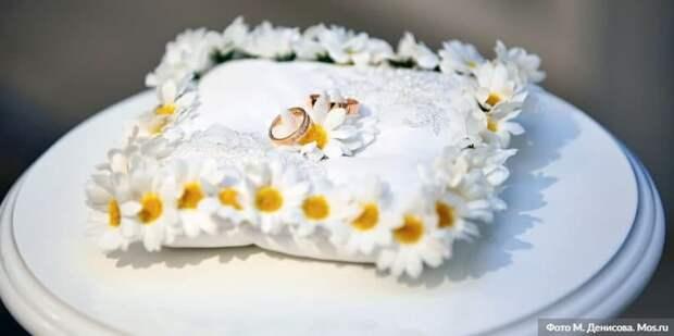 В Москве за 20 лет более 12 тыс пар заключили брак в новогодние праздники. Фото: М. Денисов mos.ru