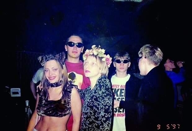 10 фото с московских рейвов 90-х в клубе «Птюч»