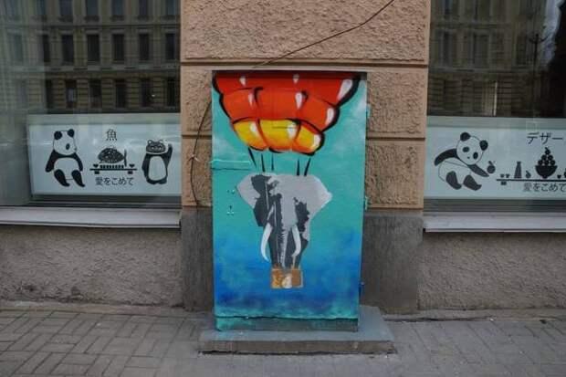 В центре Петербурга появился «слон, который хотел стать мухой»