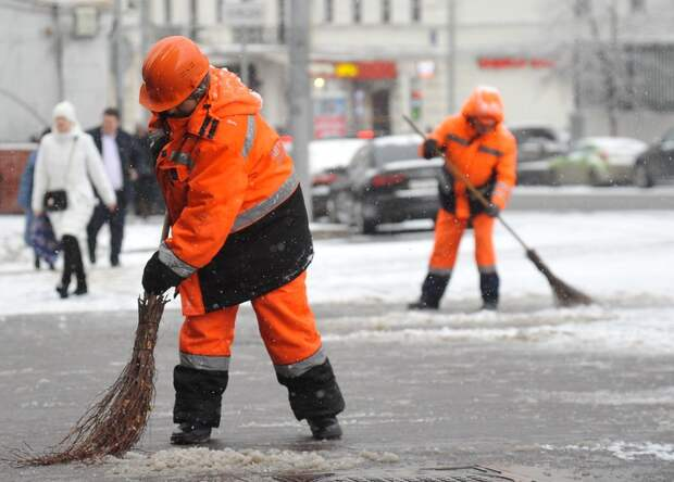 Пандус у магазинов на Химкинском бульваре очистили от наледи — управа