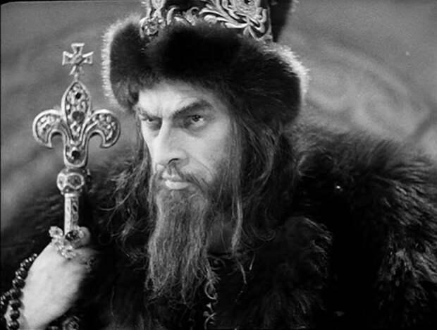 """Рыцарь Штаден на опричном дворе. Единственные сохранившиеся кинокадры из 3 серии """"Ивана Грозного"""" Эйзенштейна."""