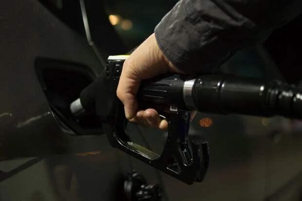 Россиянам дали советы по выявлению недолива бензина на АЗС