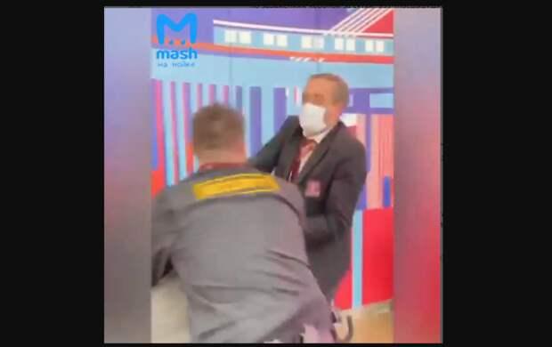 """Антикоронавирусные меры охранников """"Галереи"""" возмутили петербуржцев"""