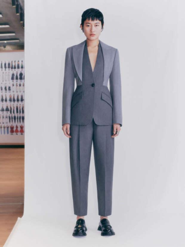 Следующей осенью носите «кукольные»платья с грубыми ботинками, как в коллекции Alexander McQueen