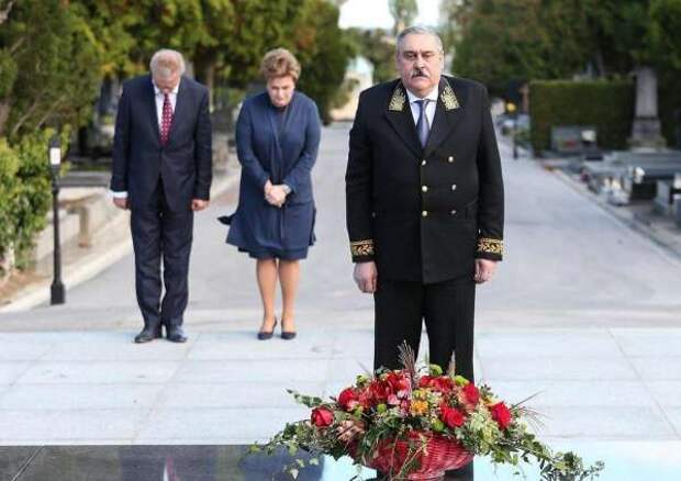 Посол России в Хорватии начал работу с цветов военному преступнику
