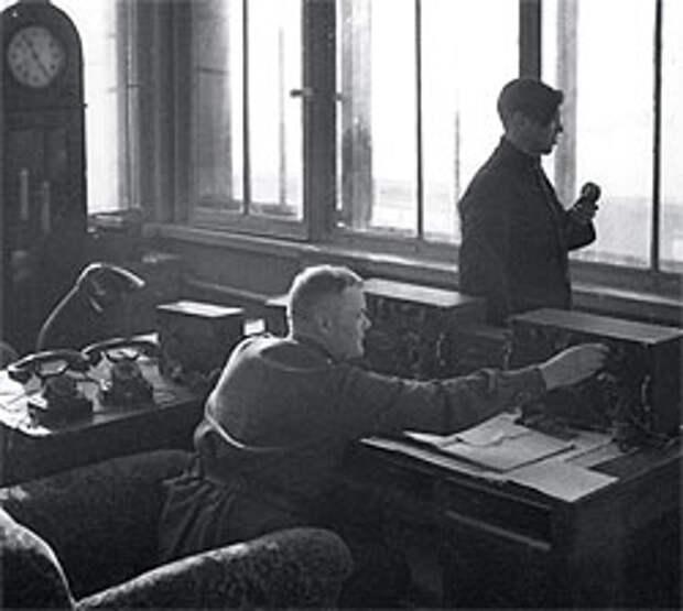 Диспетчеров, виновных в авиакатастрофах, при Сталине обычно просто увольняли, а судить и сажать стали только на излете сталинской эпохи