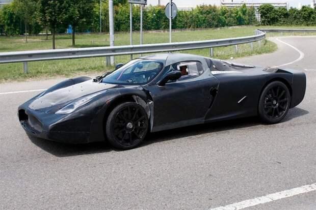 Компания Ferrari, чтобы спрятать от посторонних глаз будущий супергибрид LaFerrari, попыталась превратить суперкар в кита. Как еще объяснить наличие широченной «пасти». Или это она улыбается? испытания, прототип