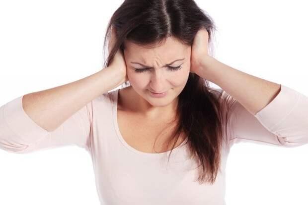 Врач рассказал о болезнях, на которые может указать звон в ушах