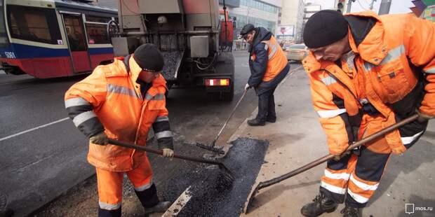 Работы по укладке нового асфальта на Новопесчаной завершатся в июне