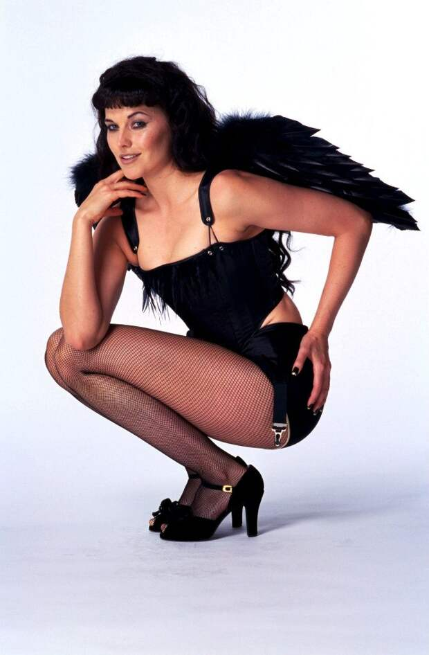 Секс - символ 90-ых Люси Лоулесс.