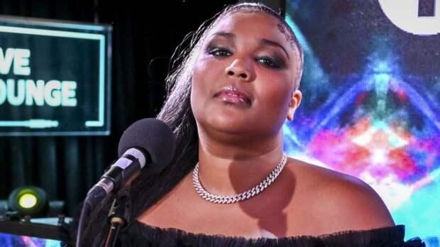 140-килограммовая Lizzo требует, чтобы общество признало, что быть жирным нормально