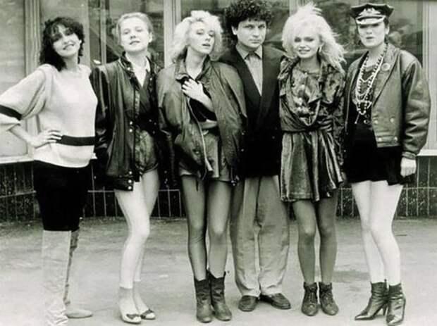Звёзды эстрады и шоу-бизнеса в лихие 90-е (31 фото)