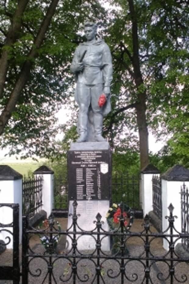 Братская могила в Кричеве на улице Сиротинина.