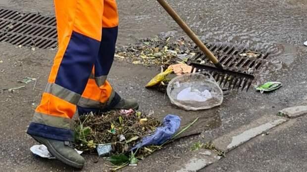 В Казани начали чистить ливневки после сильных дождей