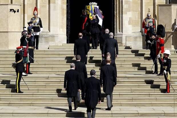 Принца Филиппа похоронили в Виндзорском замке: фотогалерея