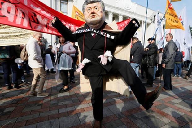 Порошенко отказался встречаться с протестующими у здания Рады депутатами
