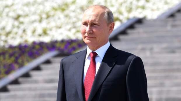 Путин снял пиджак и на «аурусе» поехал к вилле Ла-Гранж