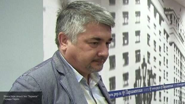 «Пустил все на самотек»: Ищенко подвел итоги первого года правления Зеленского