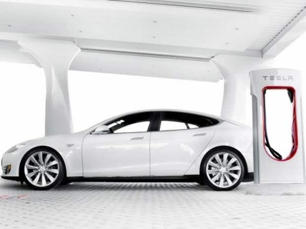 Британские министры могут пересесть на электроседаны Tesla Model S