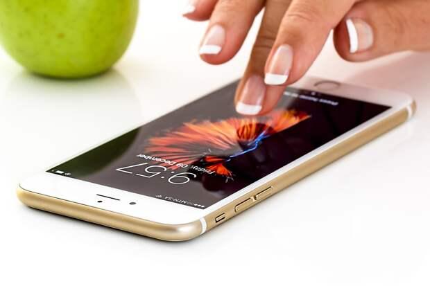 Последний iPhone рекордно подешевел