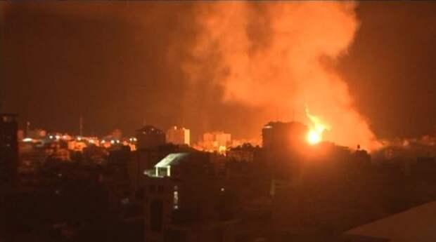 Из-за ракетного обстрела визраильском порту Ашдод произошел пожар