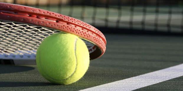 Теннисист Хачанов прошел в четвертьфинал турнира