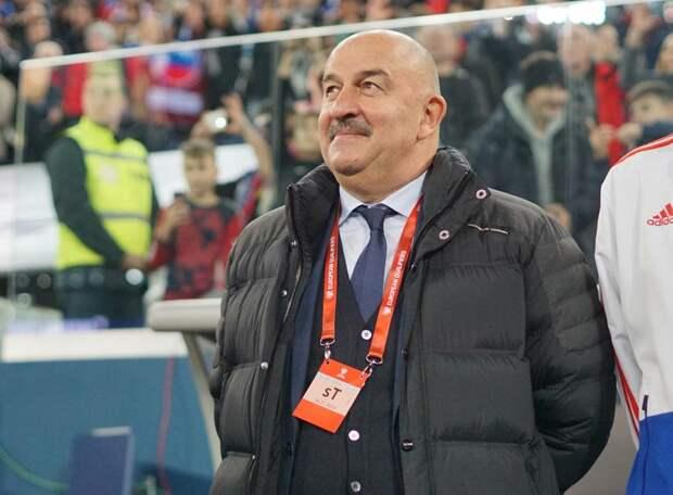 Шунин - на лавке, в «рамке» - Сафонов. Атаку сборной России олицетворяют два легионера и Дзюба