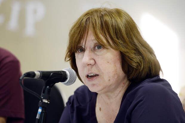 Алексиевич призвала русскую интеллигенцию поддержать протестующих белорусов
