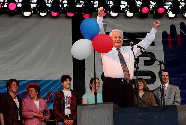 Ельцин в Екатеринбурге на митинге-концерте в поддержку его кандидатуры на предстоящих выборах