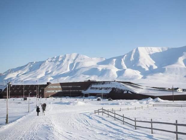 Как живут люди в самом северном городе мира, где 4 месяца нет солнца