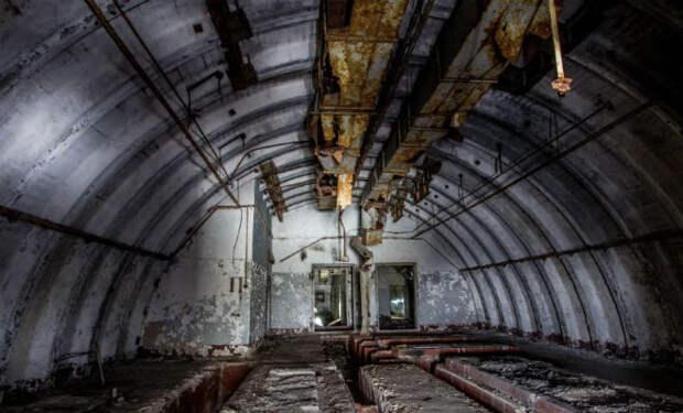 Полез по узкой трубе в шахту ПВО: видео из под земли