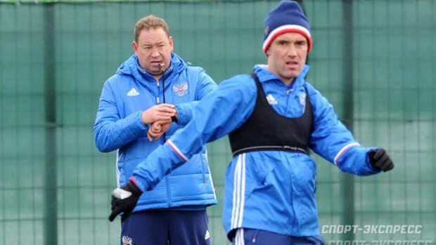 Жирков опубликовал видео, вкотором Слуцкий обматерил его вперерыве матча сборной России