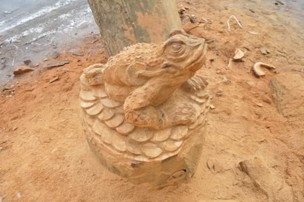 Как я сделал большие деньги Александр Ивченко, бензопила, деньги, жаба, лягушка, скульптура бензопилой