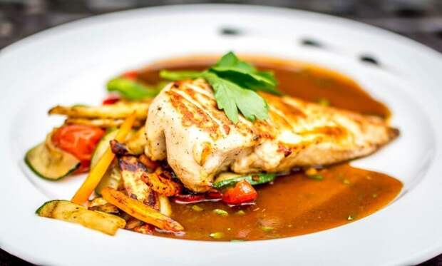 Блюдо можно подавать на тарелке или в казанке / Фото: pxhere.com