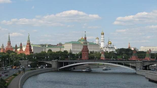 Автомобилистам запретили ездить по «выделенкам» в Москве в выходные