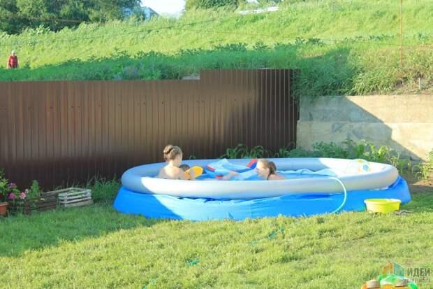 не дождались пока наполнится бассейн :)