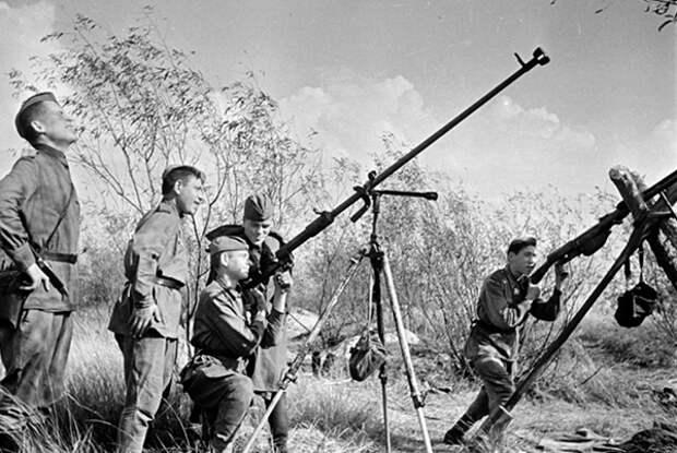 Как советские солдаты сбивали немецкие самолёты из винтовок