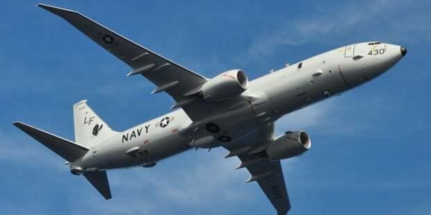 Самолет ВВС США на низкой высоте пролетел над Адмиралом Кузнецовым
