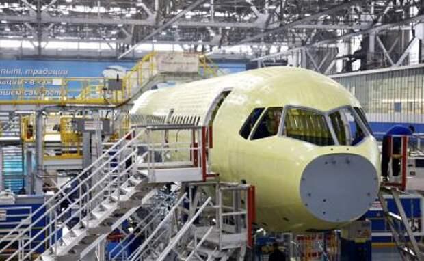 На фото: среднемагистральный самолет МС-21