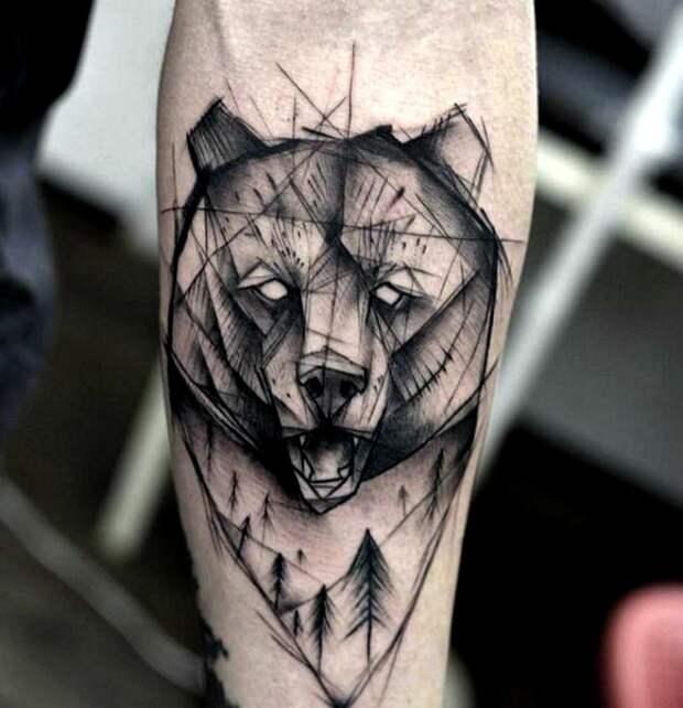 Татуировка с изображением морды медведя.