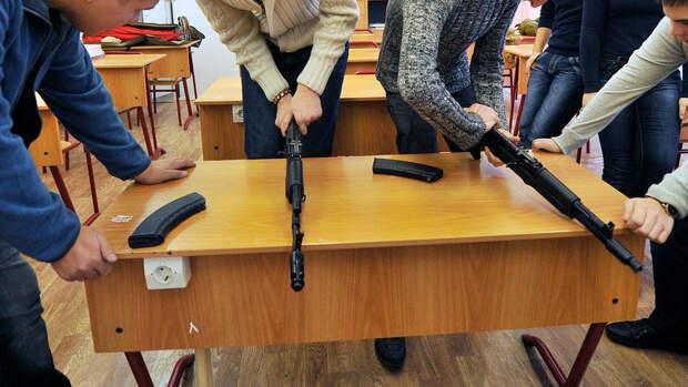 В полицию Москвы сообщили о запланировавшем атаку на школу старшекласснике